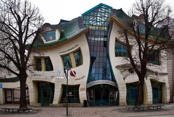 Кривой дом в городе Сопот (Польша)
