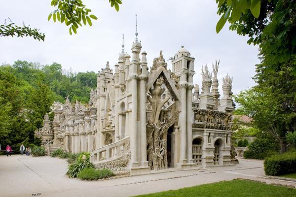 Идеальный дворец - слияние множества стилей и различных культур Востока и Запада