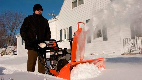 Снегоуборщик - надежный помощник в зимнюю пору