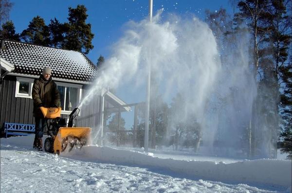 Выбрать подходящий снегоуборщик - целая наука!
