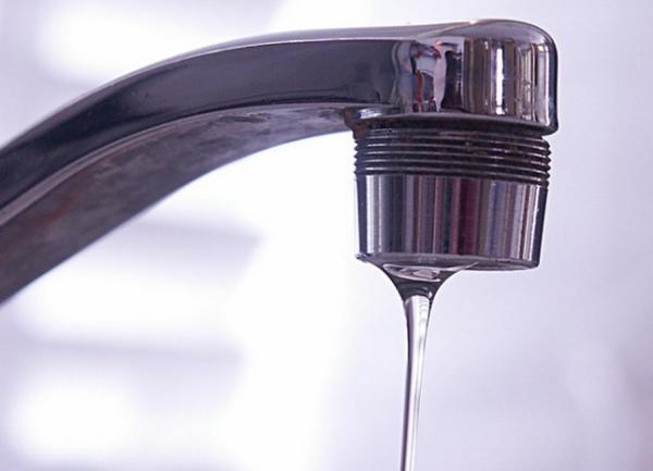 Оставьте воду течь тонкой струйкой. Фото с сайта bryansktoday.ru