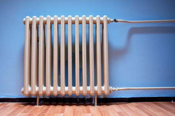 Сливайте воду из системы отопления