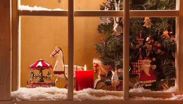 Новогодний декор окна в детской