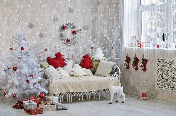 Такой новогодний декор комнаты наверняка понравится детворе. Фото с сайта ratatum.com