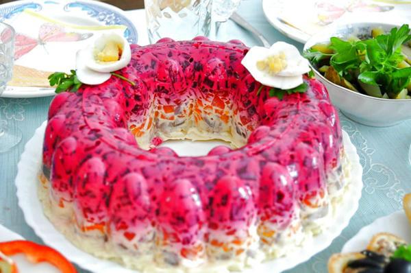 Сельдь под шубой сделана в красивой формочке. Фото с сайта jisty.com.ua
