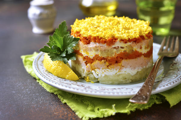 Салат из горбуши консервированной с морковью и