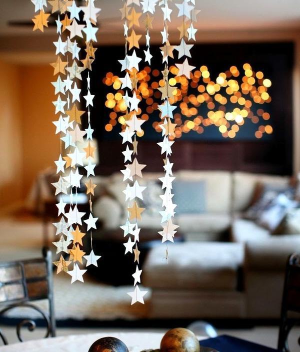 Новогодний декор потолка. Фото с сайта landscape-a.com