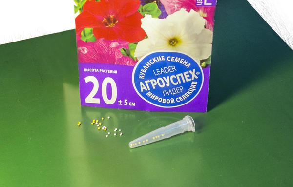 Пластиковые колбы не закрываются плотно, чтобы семена могли дышать