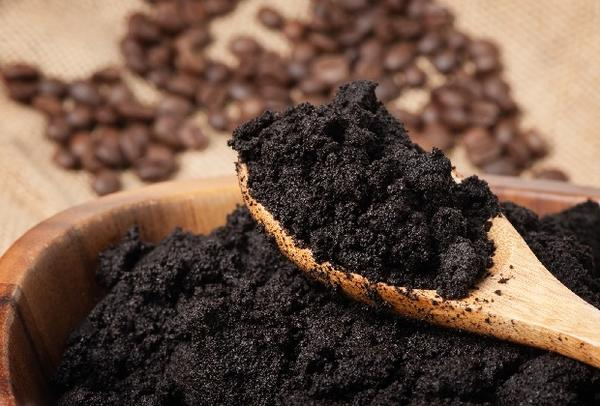 Кофейные подкормки придутся по вкусу не всем растениям. Фото с сайта moezerno.ru