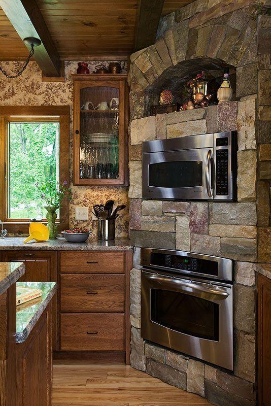 Кухонный уголок. Фото с сайта timberhavenloghomes.com
