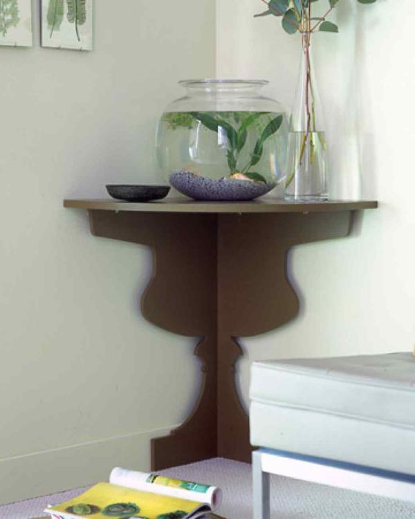 Столик с ножкой в виде бокала. Фото с сайта marthastewart.com