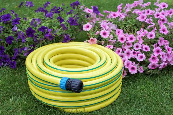 Легкий армированный шланг из ПВХ - надежный помощник садовода и огородника