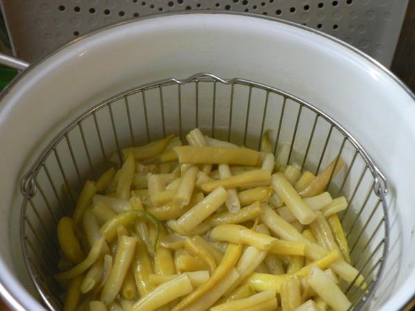 Припускаем овощи в кипятке