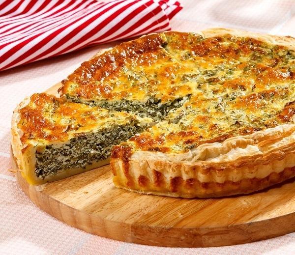 Пирог из слоеного теста с творогом и зеленью, фото: Олег Кулагин/BurdaMedia