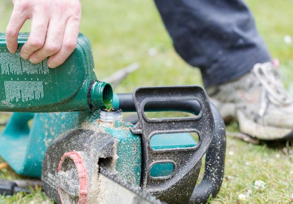 Дачники проверяют моторные масла в тяжелых для двигателя условиях