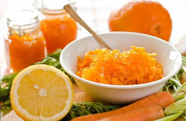 В самый простой джем из морковки добавляют только сахар и лимон