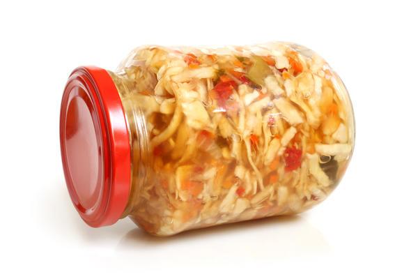 В салатные заготовки из капусты можно добавлять различные овощи