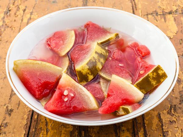 Мариновать арбузы быстро и просто, а получается очень вкусно!