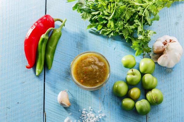 Удивительный на вкус соус получается из зеленой алычи