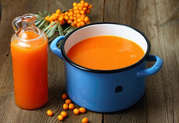 Сок облепихи можно заготовить впрок и без сахара