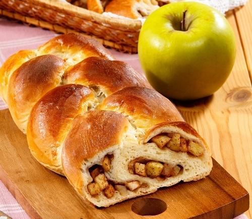 Пирог-косичка с яблоками и корицей
