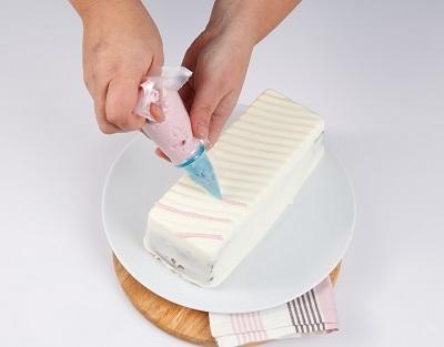 Розовое суфле использовать для украшения торта