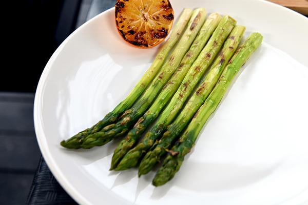 Бургер с тунцом, креветками и авокадо: рецепт