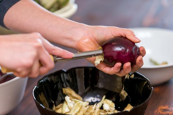 Для приготовления этого блюда используйте небольшие баклажаны