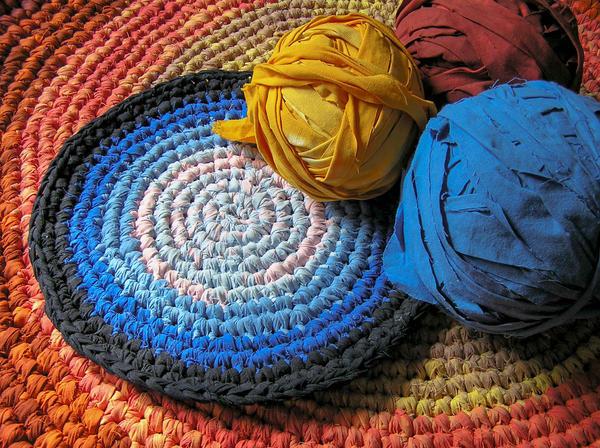 Уютные коврики можно сделать своими руками