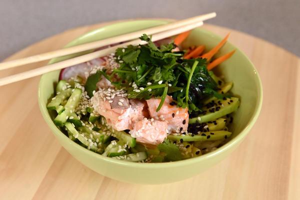Почти суши: поке — гавайское холодное блюдо с ярким японским акцентом