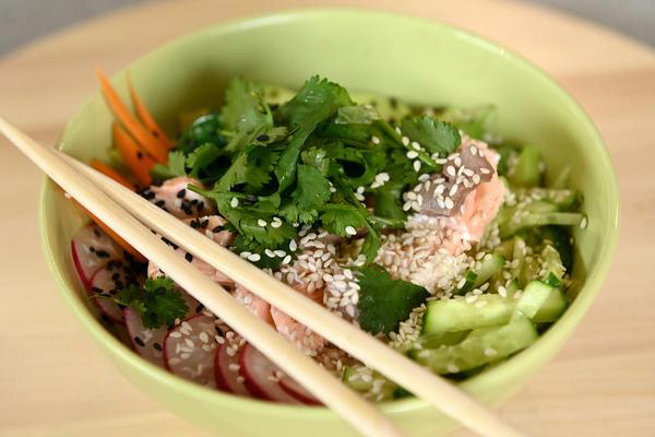 Поке - гавайское холодное блюдо с ярким японским акцентом