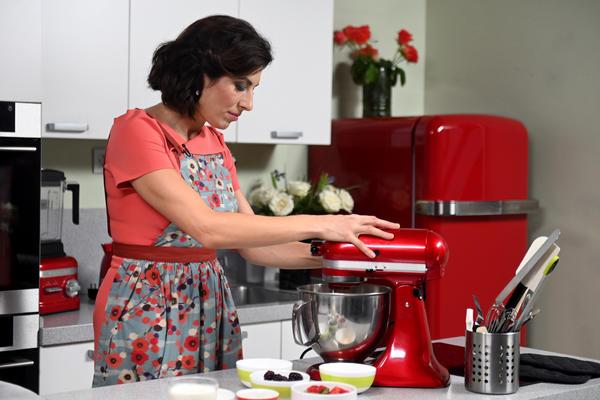 Пирожное; Павлова; с ягодами: воздушный десерт, известный во всем мире