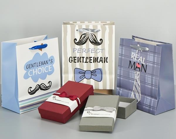 Важно не только определиться с выбором подарка, но и подумать, как его потом упаковать! Фото с сайта fix-price.ru