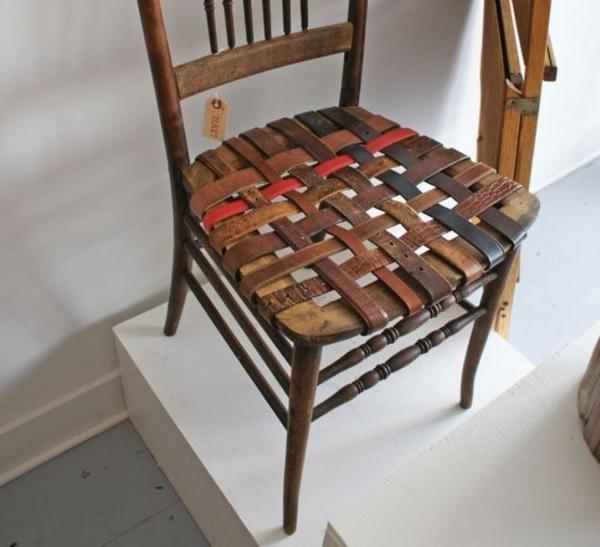 Перетяжка сиденья ремнями. Фото с сайта apartmenttherapy.com