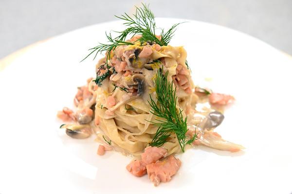Паста с копченым лососем и грибами - потрясающе вкусно!