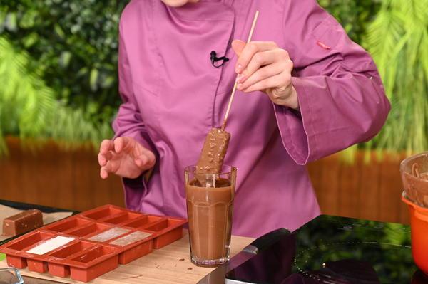 Этот десерт нравится всем: творожные сырки в шоколадной глазури