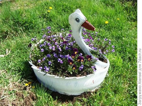 Клумба-лебедь из автомобильной покрышки