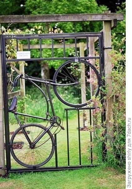 Калитка с велосипедом