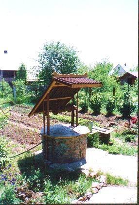 Лавочки, скамейки, качели, колодец в качестве декоративных элементов сада