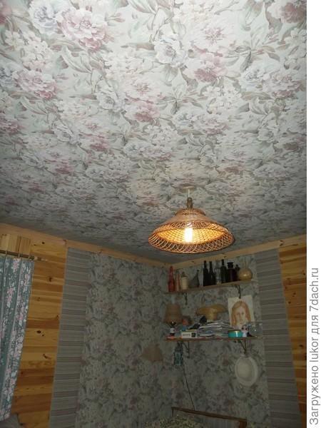 Интерьер садового домика: гобеленовый потолок