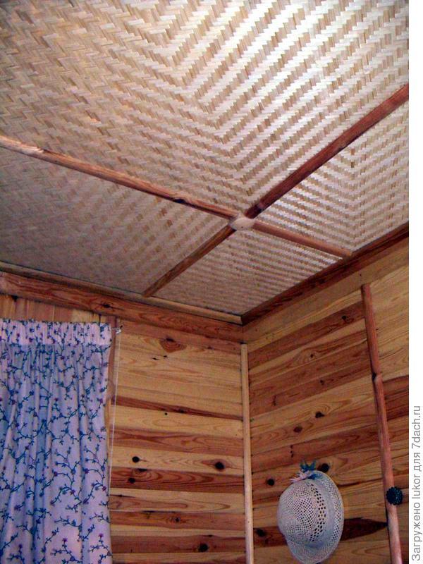 Бамбуковая фанера на потолке