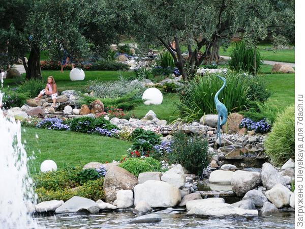 Ось античного сада - ручей.
