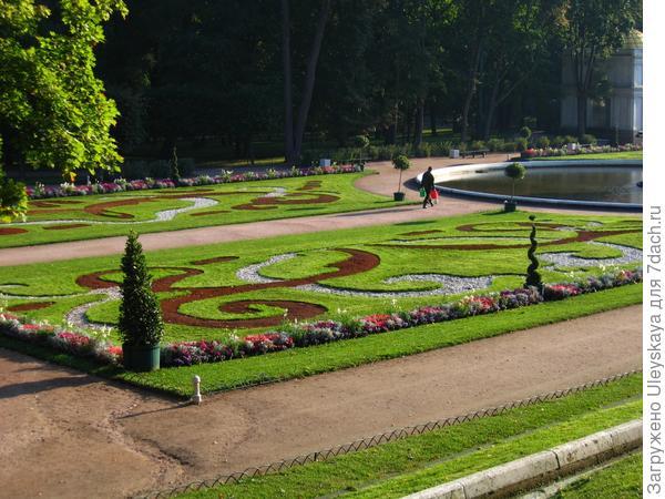 Изысканный партер, пригород Санкт-Петербурга