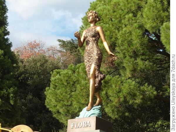 Богиня Флора на партере Никитского ботанического сада