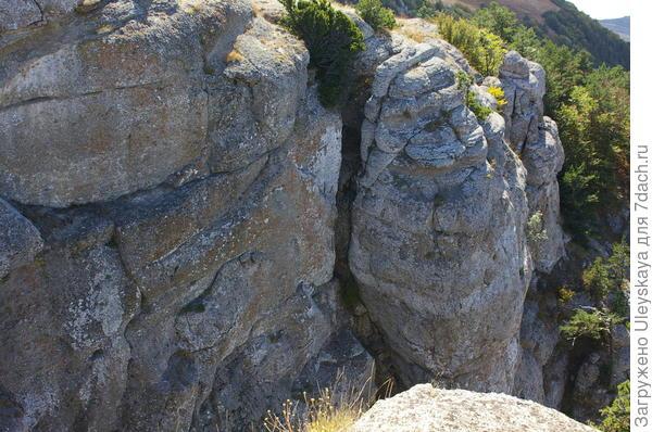 Каменные скалы Демерджи