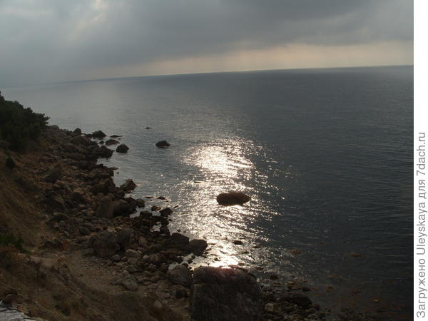 Черное море серебрится в районе Серебряного пляжа