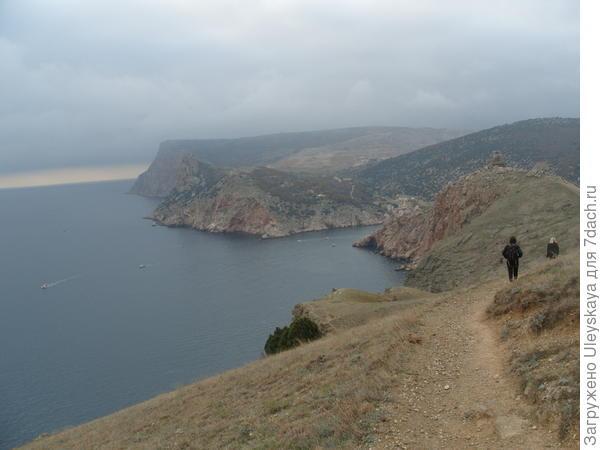 Впереди генуэзская крепость Чембало