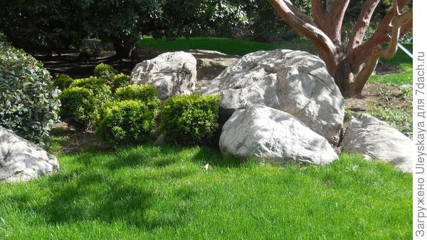 Круглые камни воздействуют мягко