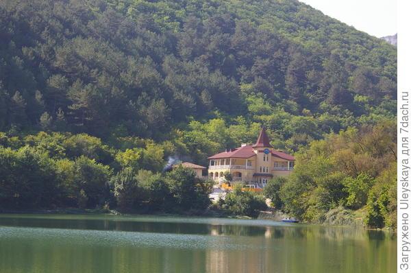 Озеро недалеко возле Мангуп-Кале, Бахчисарайский район, Крым