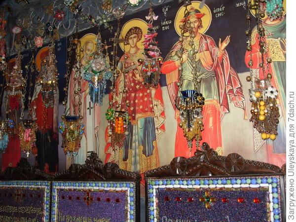 В Бисерном Храме, Крым